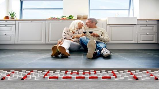 Ogrzewanie podłogowe to optymalne rozwiązanie w kuchni.