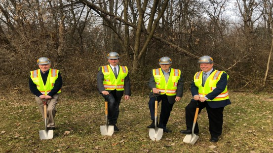 Managing Director Michael Mehnert (2nd from left) during the at groundbreaking with the managers of the US subsidiary CFO Owen Johnston, Chairman Martin Stark, President & COO Steven London (from left)