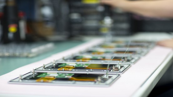 Sesotec has all current and many older circuit boards in stock that can be delivered as part of their express remote support services. (Picture: Sesotec GmbH)
