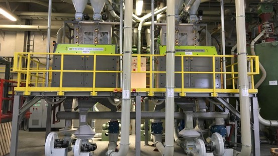 In the recycling plant of MultiPet GmbH FLAKE PURIFIER+ multi-sensor sorting systems from Sesotec separate discoloured materials, foreign plastics and metals from the flakes. (Picture: Sesotec GmbH)