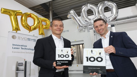 Frank Brunnecker and Holger Aldebert are happy about the German award Top 100 for the company Evosys Laser GmbH in Erlangen.