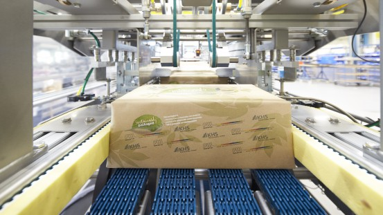 The KHS Group has added a further environmentally-friendly system to its portfolio. With its tried-and-tested Innopack Kisters tray packers the systems supplier now enables cans of food and beverage to be wrapped in paper.