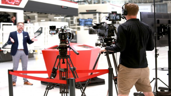 A camera team ensured that visitors to the Virtual EXPO were able to experience the machines in the W&H technology center up close during live demonstrations.