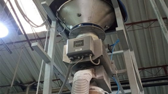 The Sesotec metal separator RAPID VARIO-FS PRIMUS+ is installed at CIPSA directly after the hopper and before the extruder. (Photo: Sesotec GmbH)