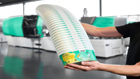 """""""Smart"""" injection moulding machines from Arburg are able to process recyclates of varying quality. A packaging version of an Allrounder 820 H produced IML containers with digital watermarks."""