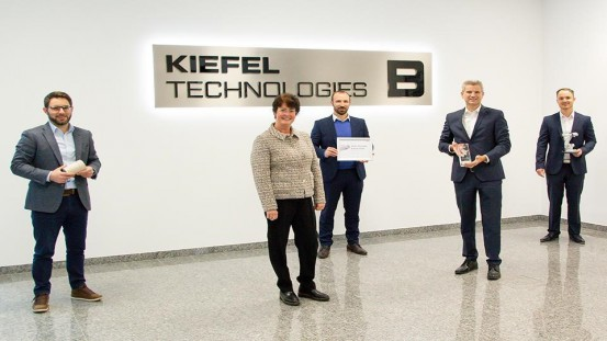 Presentation of the ABB European Value Provider Award to Kiefel. From left to right: Richard Hagenauer (Product Manager Fiber Thermoforming at Kiefel), Gabi Guter-Johansen (Local Business Line Manager General Industry at ABB), Sebastian Spanfelner (Senior Sales Manager at ABB), Peter Eisl (CFO at Kiefel), Martin Plössl (Strategic buyer at Kiefel) © KIEFEL GmbH