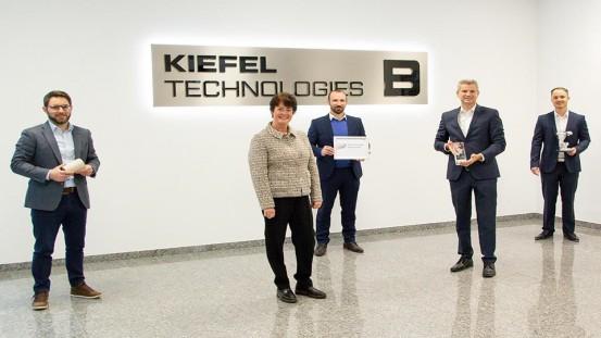 Presentation of the ABB European Value Provider Award to Kiefel. From left to right: Richard Hagenauer (Product Manager Fiber Thermoforming at Kiefel), Gabi Guter-Johansen (Local Business Line Manager General Industry at ABB), Sebastian Spanfelner (Senior Sales Manager at ABB), Peter Eisl (CFO at Kiefel), Martin Plössl (Strategic buyer at Kiefel) © KIEFEL GmbH