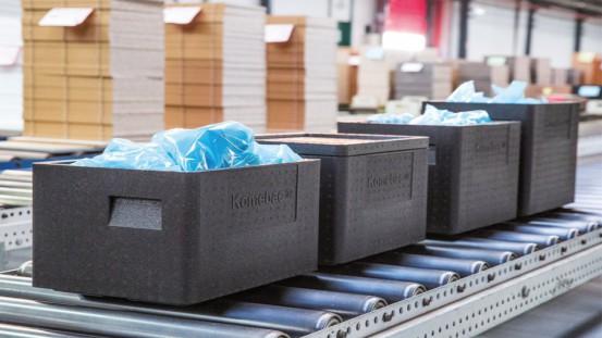Opakowania Komebac® doskonale nadają się do transportu taśmowego i nie generują hałasu Fot. Knauf Industries