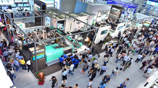 Even in China, Arburg's fair stand is a real crowd puller – as the company impressively proved at Chinaplas 2019.